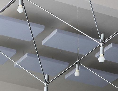 Gamme classique : panneaux acoustiques suspendues au plafond